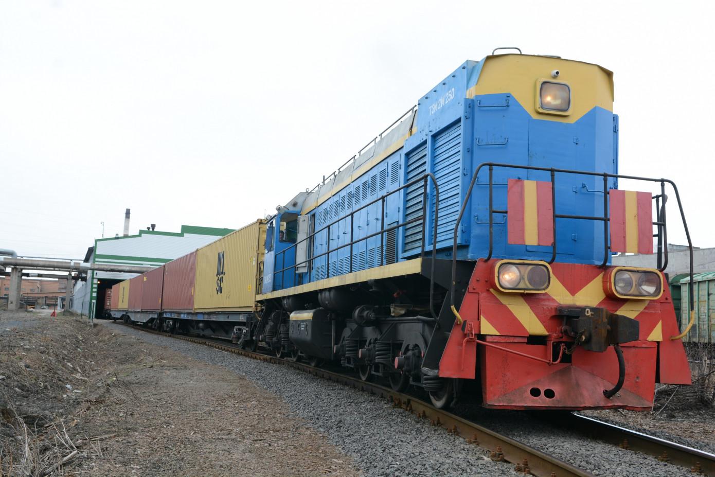 Первый прямой контейнерный поезд с продукцией ООО «Карелия Палп» прибыл в Китай