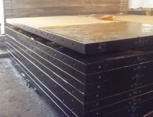 Heating plate for floor presses