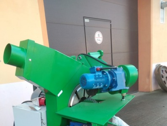 Debarking line TWE 5 for stakes