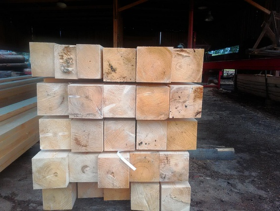 Timber of natural moisture or dry spruce